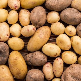 Nahaufnahme natürliche kartoffeln auf dem boden