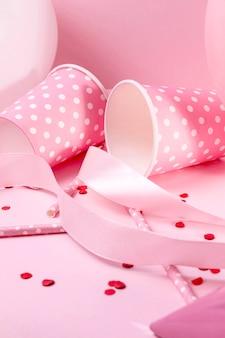 Nahaufnahme rosa dekorationen auf tisch