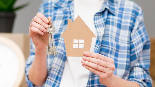 Nahaufnahme schlüssel zu einem neuen zuhause