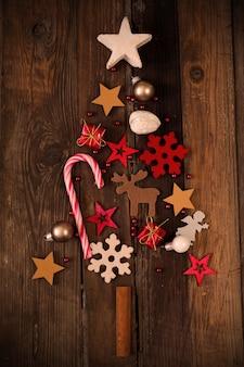 Nahaufnahme schuss von schönen weihnachtsverzierungen, die eine festliche stimmung schaffen