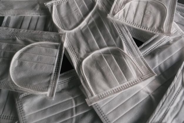 Nahaufnahme schuss von weißen gesichtsmasken