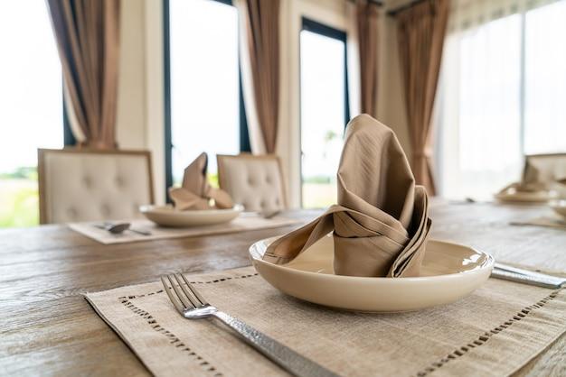 Nahaufnahme servietten auf dem esstisch