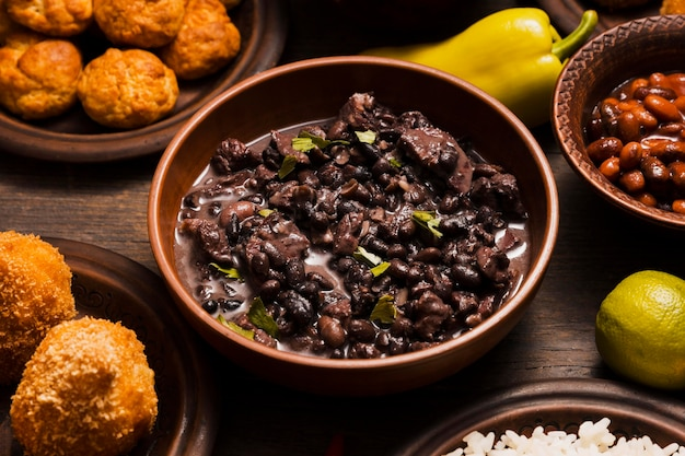 Nahaufnahme-sortiment mit köstlichem brasilianischem essen