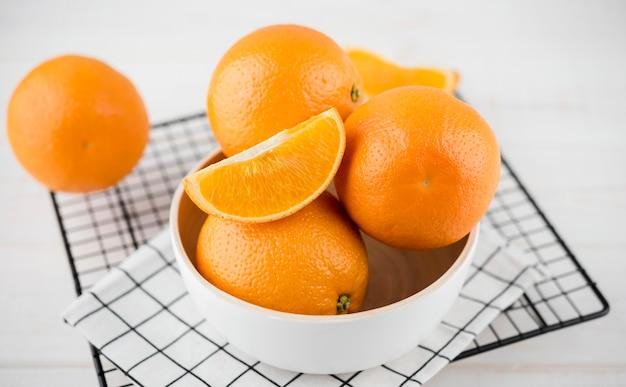 Nahaufnahme sortiment von bio-orangen