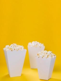 Nahaufnahme sortiment von popcorn-boxen