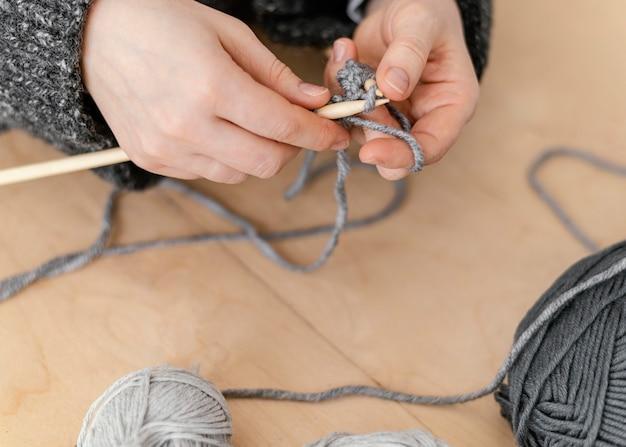 Nahaufnahme stricker erstellen zu hause