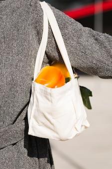 Nahaufnahme umweltfreundliche tasche mit bio-produkten