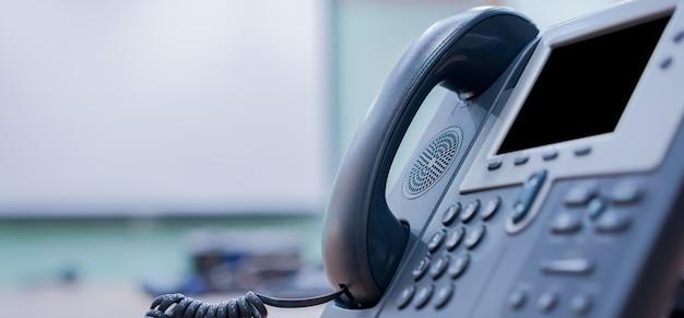 Nahaufnahme voip-telefon festnetz im büro