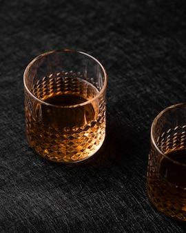 Nahaufnahme von alkoholischen getränken