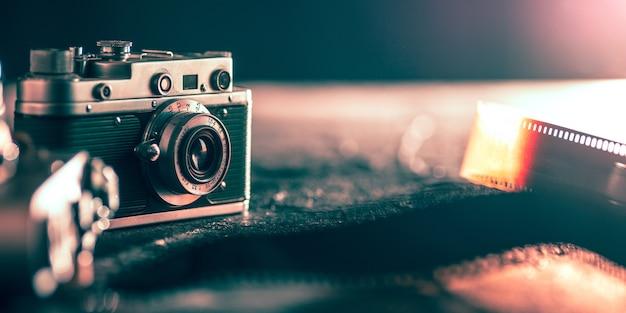 Nahaufnahme von alten retro-dingen mit vintage-stil-farben geschossen