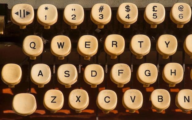 Nahaufnahme von alten schreibmaschinentasten.