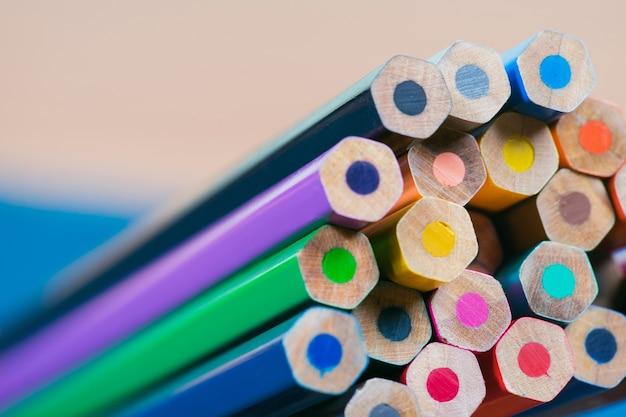 Nahaufnahme von buntstiften farbige bleistifte.