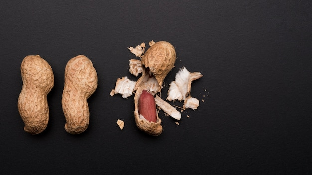 Nahaufnahme von erdnüssen mit kopierraum