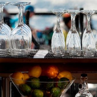 Nahaufnahme von früchten und von gläsern in einem restaurant, pfeifer, britisch-columbia, kanada