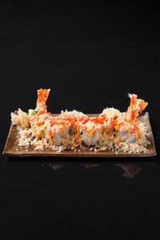 Nahaufnahme von garnelen tempura rollen