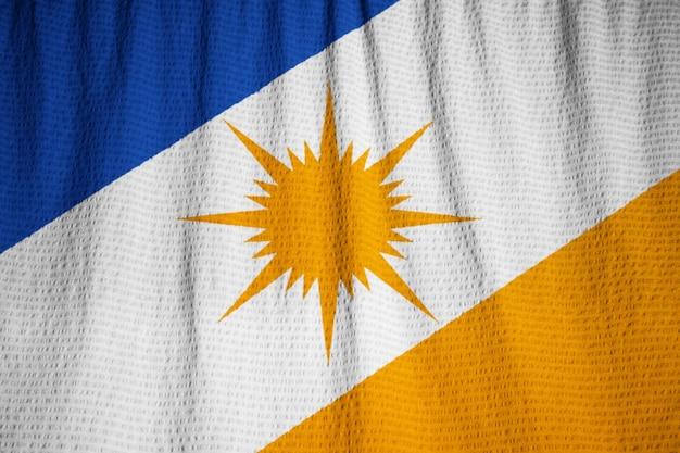 Nahaufnahme von gekräuselten bandeira tun tocantins-flagge, bandeira tocantins flagge, die im wind durchbrennt