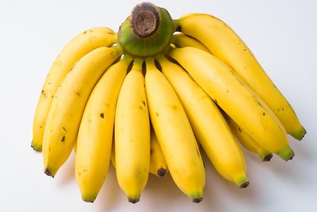 Nahaufnahme von gelben bananen isoliert