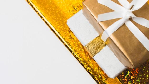 Nahaufnahme von geschenken mit kopienraum