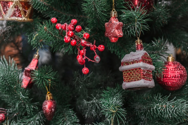 Nahaufnahme von geschmückten weihnachtsbaum