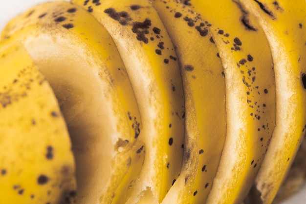 Nahaufnahme von geschnittenen scheiben der banane