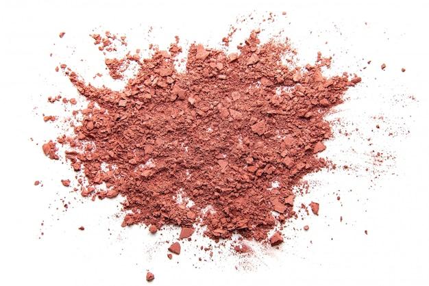 Nahaufnahme von gesichtspuder zerquetscht rosa lidschatten als probe des kosmetikprodukts isoliert