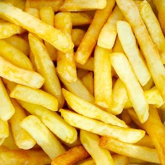 Nahaufnahme von goldenen pommes-frites