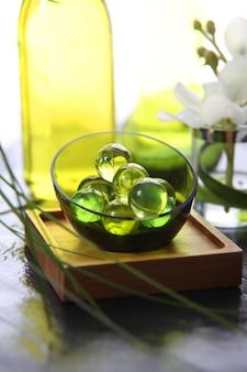 Nahaufnahme von grünen badperlen