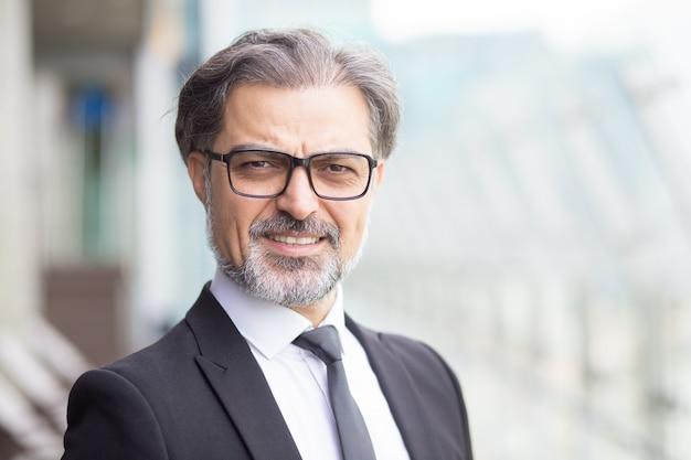 Nahaufnahme von handsome middle-aged business leader