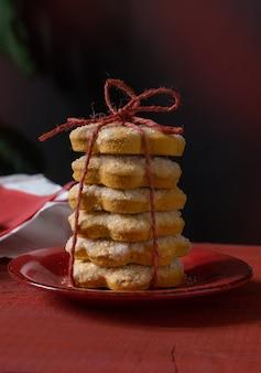 Nahaufnahme von hausgemachten weihnachtsplätzchen