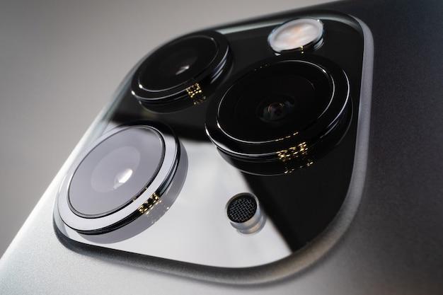 Nahaufnahme von kameras auf dem smartphone