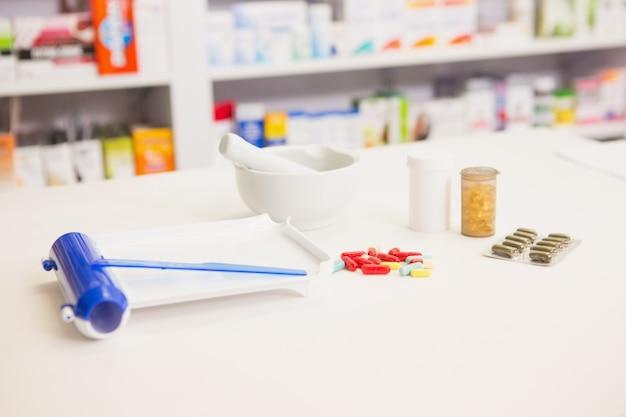 Nahaufnahme von pillen und mörtel