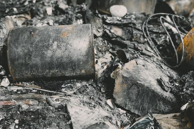 Nahaufnahme von resten von abgebrannten