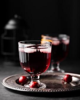 Nahaufnahme von roten leckeren cocktail