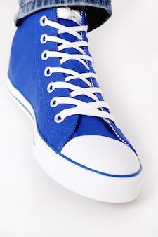 Nahaufnahme von textil-sneaker-ked-schuh