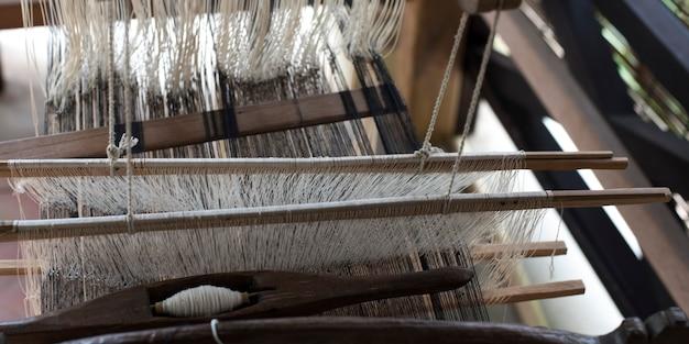 Nahaufnahme von threads auf einem webstuhl, luang prabang, laos