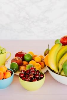 Nahaufnahme von verschiedenen tropischen gesunden früchten