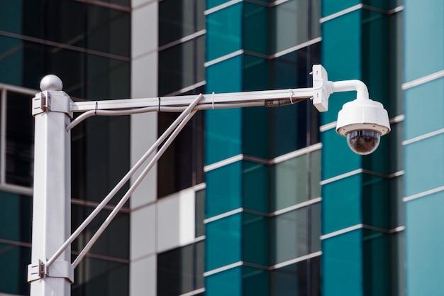 Nahaufnahme von vier verkehrsüberwachungskameraüberwachung cctv auf der straße in thecity