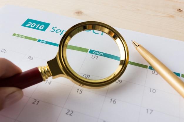 Nahaufnahme von zahlen auf kalenderseite