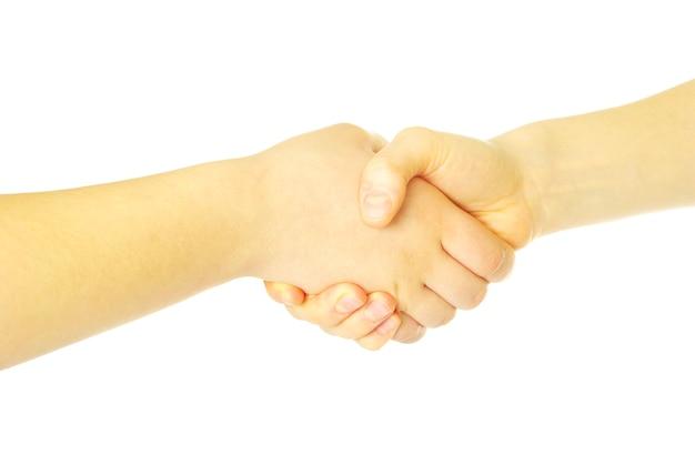 Nahaufnahme von zwei männern händeschütteln isoliert über weiß
