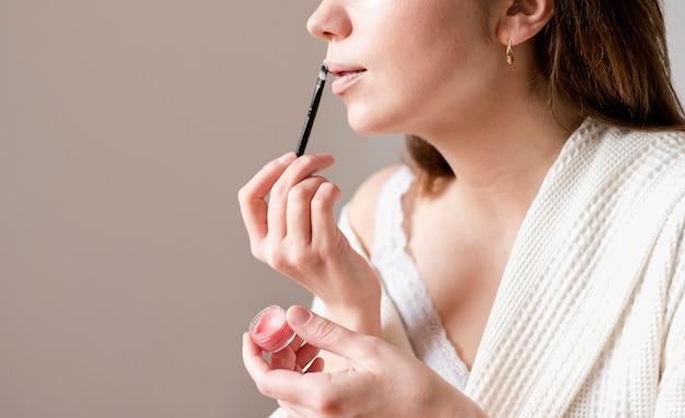Nahaufnahme weiblich mit hautton lippenstift