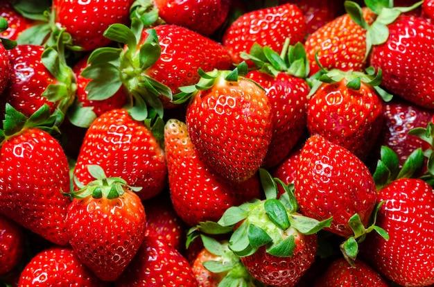 Nahaufnahme zusammensetzung von erdbeeren. hintergrund von erdbeeren
