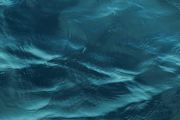Nahaufnahmeaufnahme der friedlichen beruhigenden texturen des gewässers