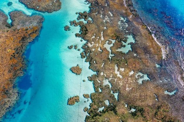 Nahaufnahmeaufnahme der inseln und des ozeans einer 3d-karte auf leinwand