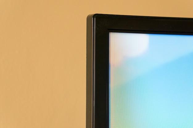 Nahaufnahmeaufnahme einer kante eines flachen fernsehbildschirms