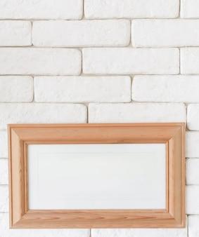 Nahaufnahmebilderrahmen auf backsteinmauer