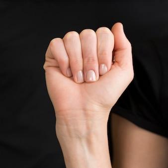 Nahaufnahmedolmetscher, der gebärdensprache unterrichtet