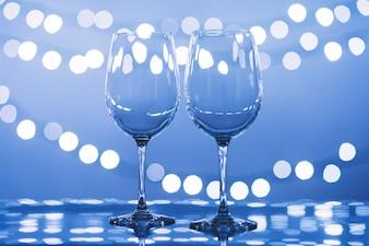 Nahaufnahmen Gläser in der Nähe von Lichtern