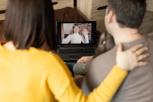 Nahaufnahmepaarvideocallfrau