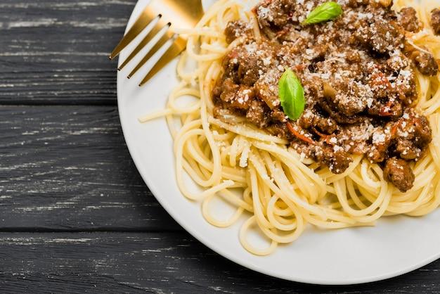Nahaufnahmeplatte mit spaghetii bolognese