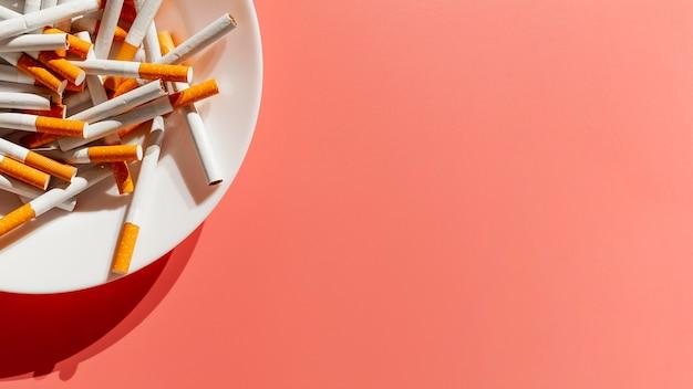 Nahaufnahmeplatte mit zigaretten